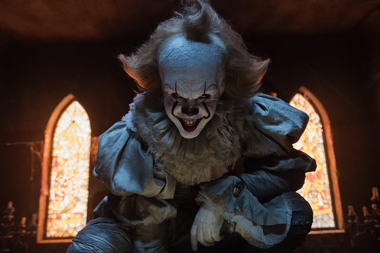 Фото Кино Оно 2017 Клоун страшная Bill Skarsgård Pennywise Улыбка Фильмы клоуны клоуна ужасные страшный Страшные уродливые улыбается
