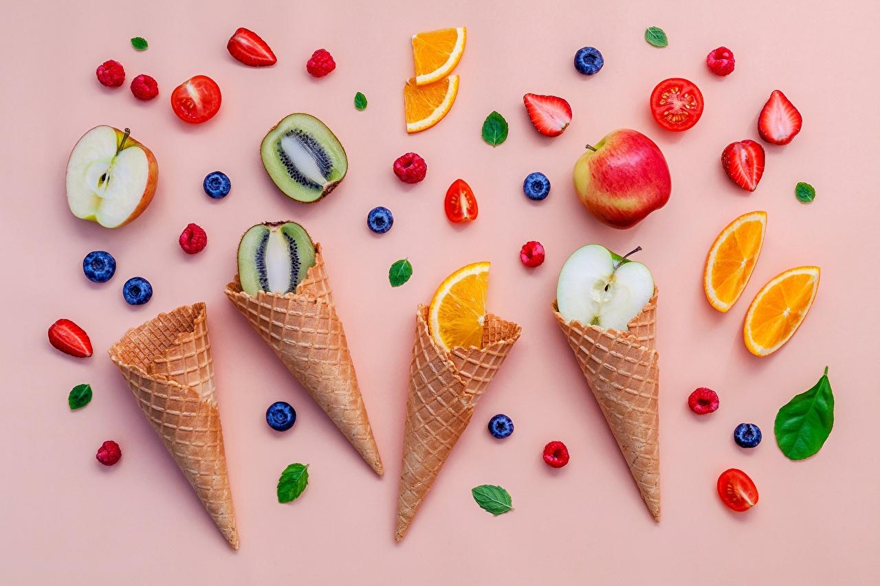 Картинки Киви Яблоки Клубника Еда Ягоды Фрукты Пища Продукты питания