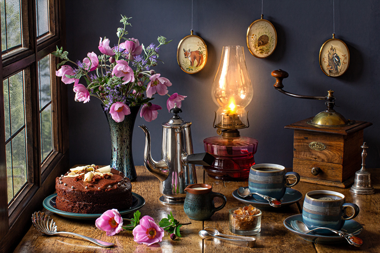 Фотография букет Кофе Торты Керосиновая лампа Космея Чайник цветок Ваза кружки Продукты питания Натюрморт Букеты Цветы Еда вазе вазы Пища Кружка кружке