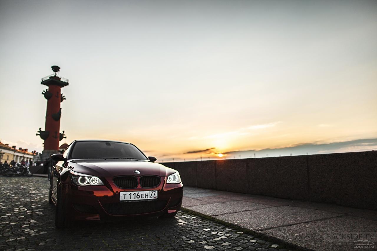 Картинка Санкт-Петербург БМВ Россия колонны Smotra E60 BMW Rostral column машина Города Колонна авто машины Автомобили автомобиль город