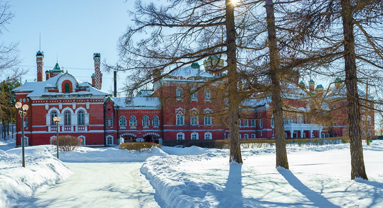 Картинка Россия Sheremetev castle Yurino Mari El замок зимние снега город деревьев Дизайн Зима Замки Снег снегу снеге дерево дерева Города Деревья дизайна