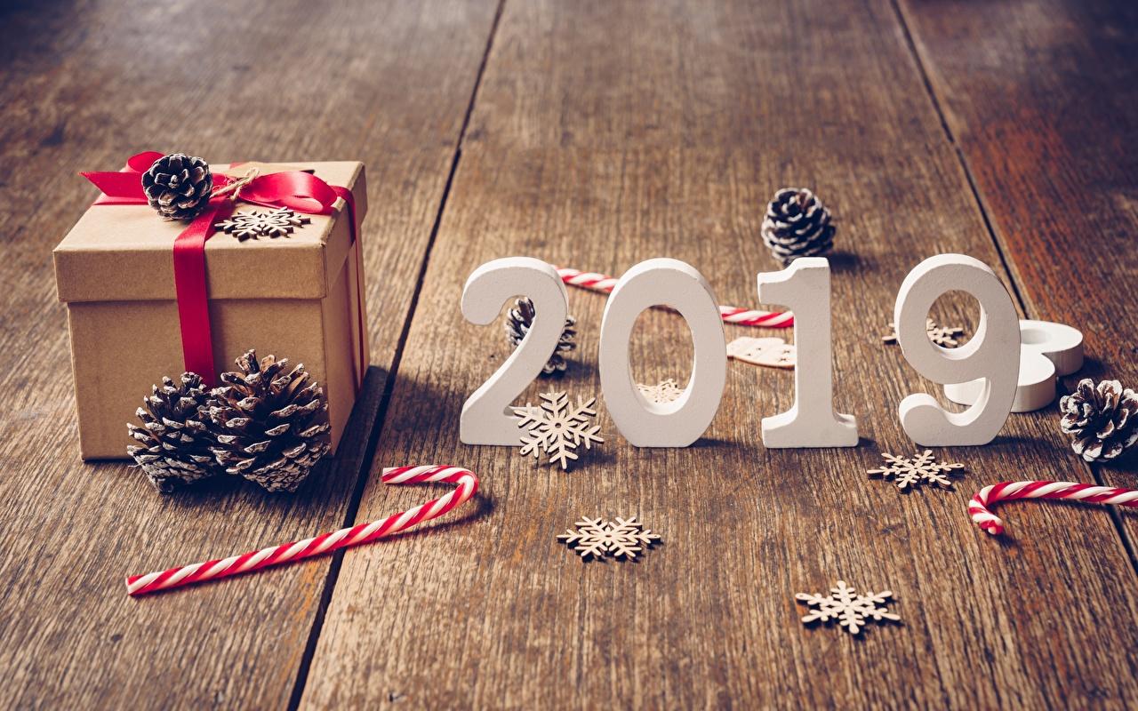 Фотографии 2019 Новый год Леденцы Снежинки Подарки Шишки Доски Рождество снежинка подарок подарков шишка