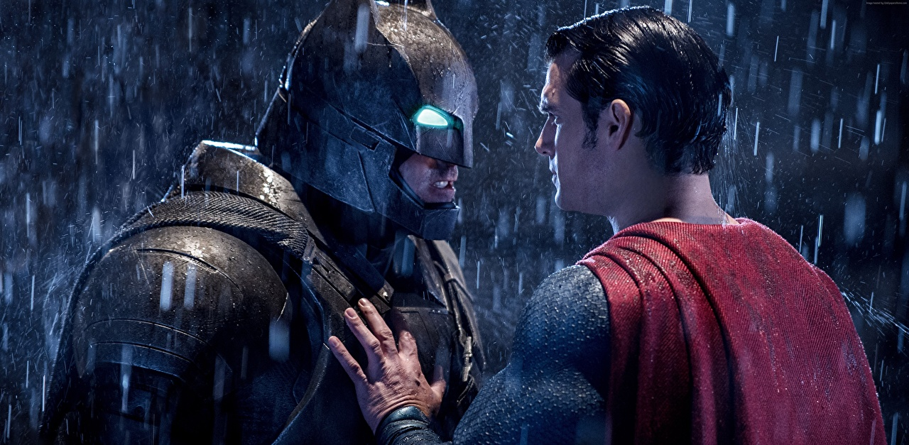 Картинки Бэтмен против Супермена: На заре справедливости Henry Cavill Бен Аффлек Бэтмен герой Супермен герой в шлеме Мужчины два Дождь Фильмы Маски Знаменитости Генри Кавилл Шлем шлема мужчина 2 две Двое вдвоем кино