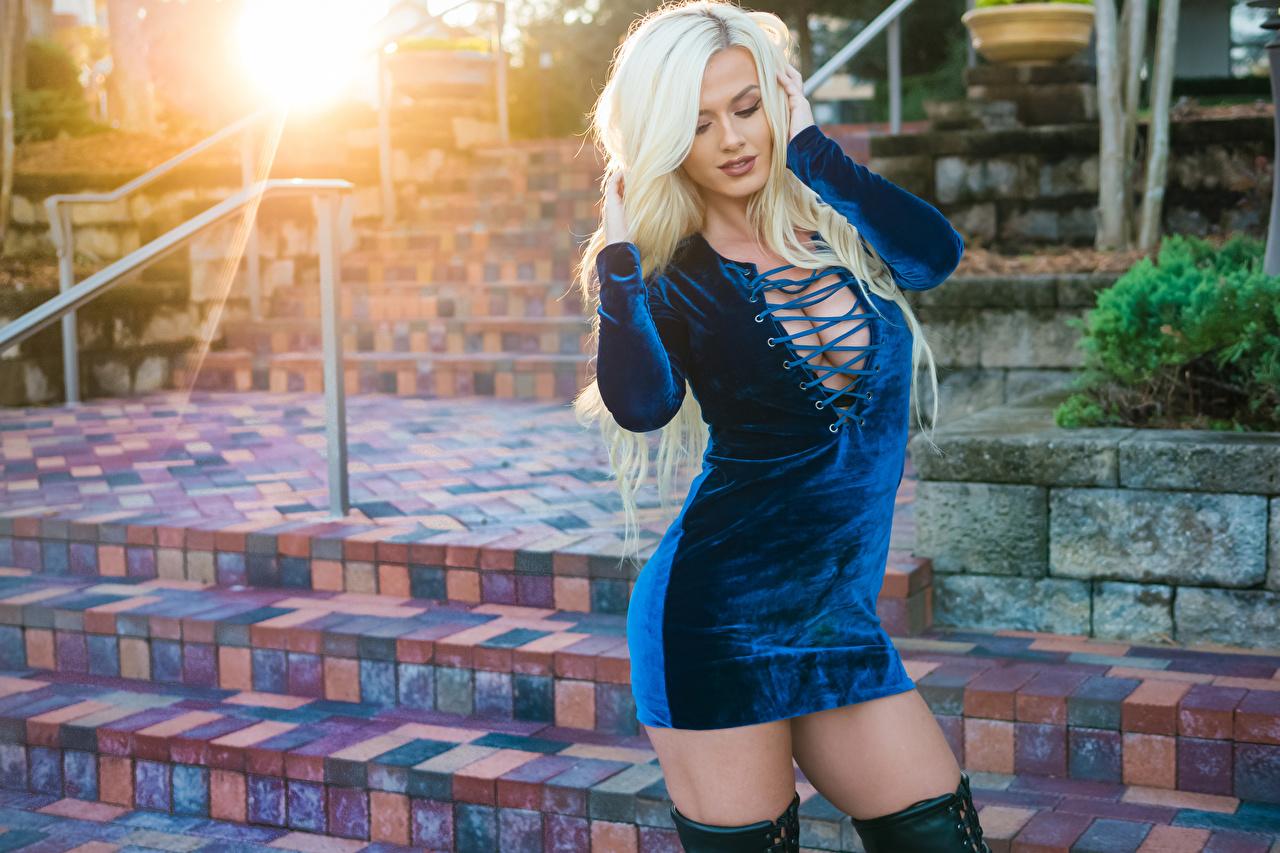 Фотографии Aida Ridic Блондинка Декольте позирует девушка рука Знаменитости Платье блондинки блондинок Поза вырез на платье Девушки молодая женщина молодые женщины Руки платья