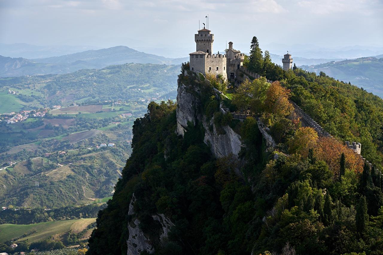 Фотография Республика Сан-Марино башни De La Fratta or Chesta, mount Titano скалы Замки город Башня Утес Скала скале замок Города