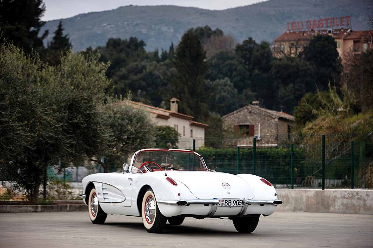 Картинки Chevrolet 1960 Corvette 283-245 HP (868) кабриолета Белый Ретро машины вид сзади Шевроле Кабриолет белых белые белая винтаж старинные авто Сзади машина автомобиль Автомобили
