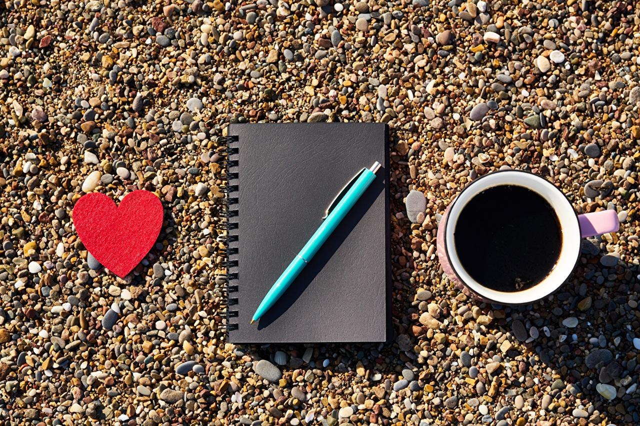 Фотографии День всех влюблённых серце Шариковая ручка Блокнот Кофе чашке День святого Валентина Сердце сердца сердечко Чашка