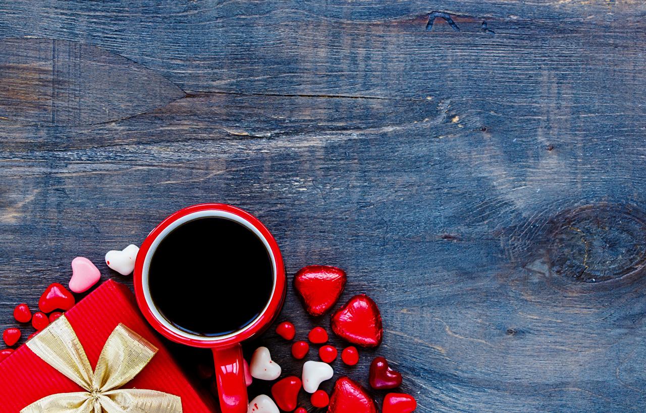 Фотография День святого Валентина Сердце Кофе Конфеты Еда Чашка Доски День всех влюблённых серце сердца сердечко Пища чашке Продукты питания