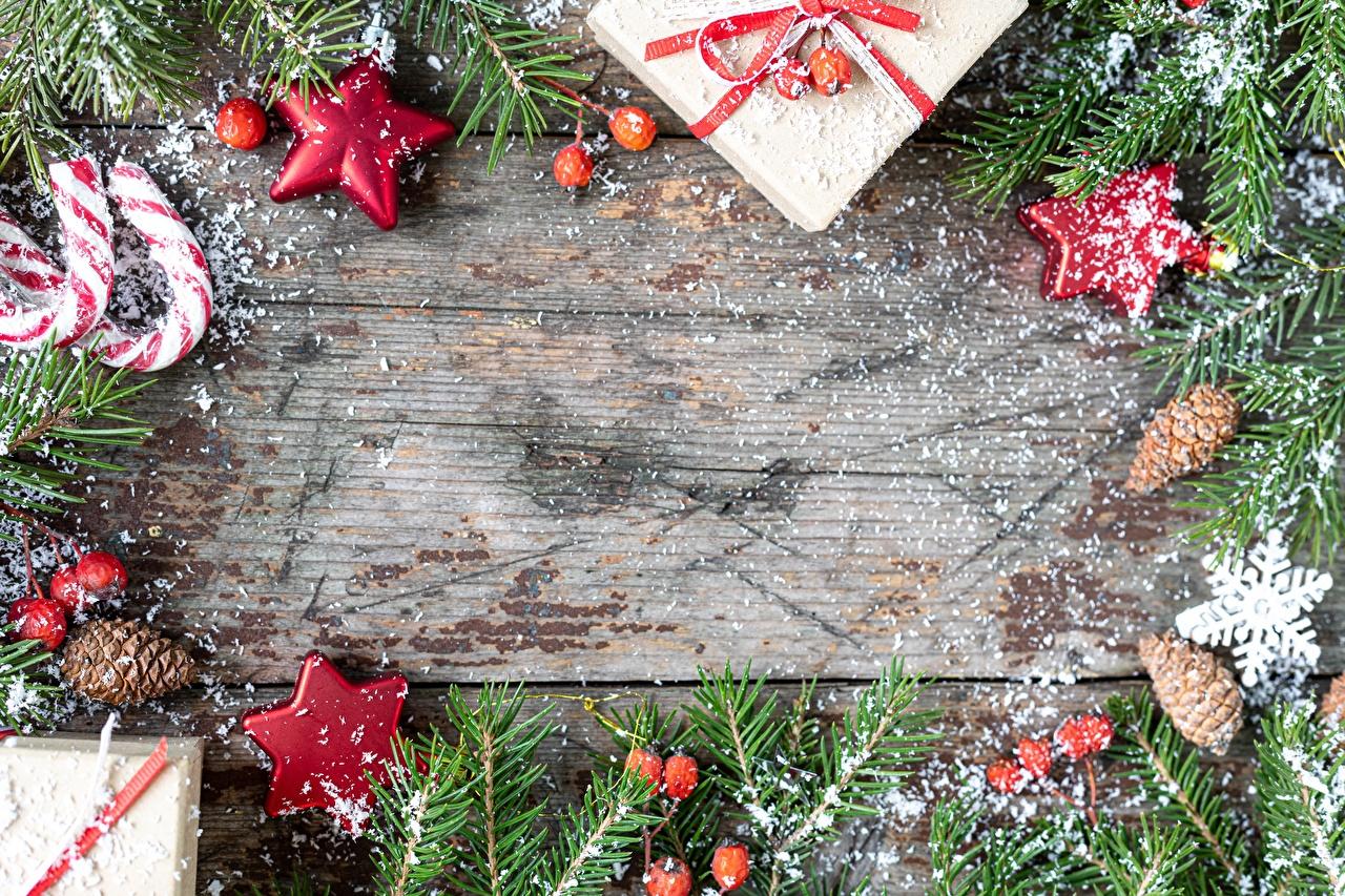 Фото Новый год Звездочки Леденцы Снежинки Коробка подарков ветвь Шишки Рождество снежинка подарок Подарки коробки коробке Ветки ветка шишка на ветке