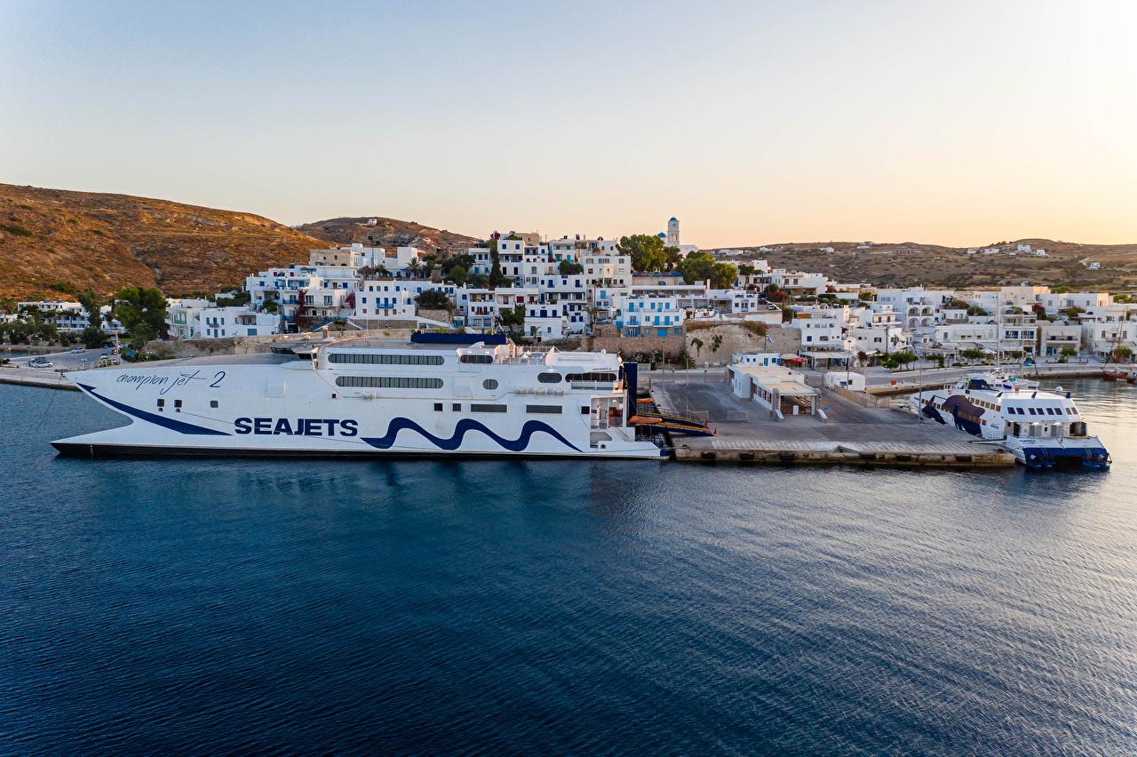 Фото Греция Adamas, Milos Корабли Пирсы заливы город Здания корабль Залив залива Причалы Пристань Дома Города