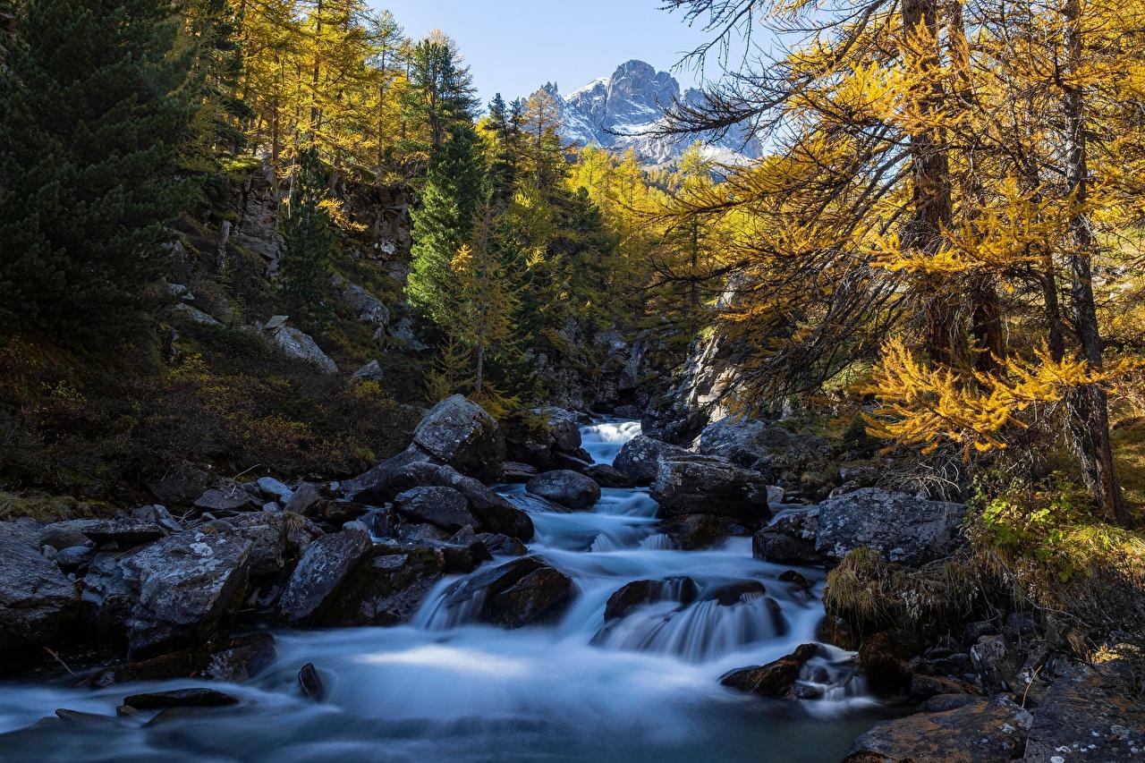 Фото альп Франция Clarée River гора Осень Природа Реки Камень деревьев Альпы Горы осенние река речка Камни дерево дерева Деревья