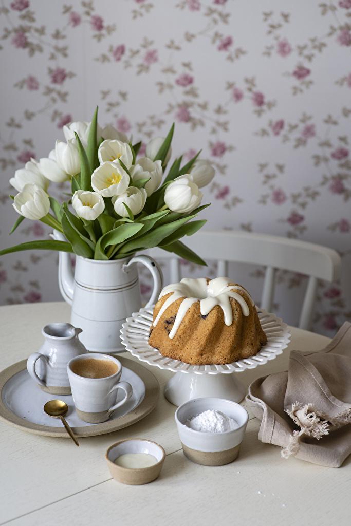 Фото Кофе Кекс Тюльпаны Еда Ваза ложки Чашка тарелке вазе Пища вазы Ложка чашке Тарелка Продукты питания