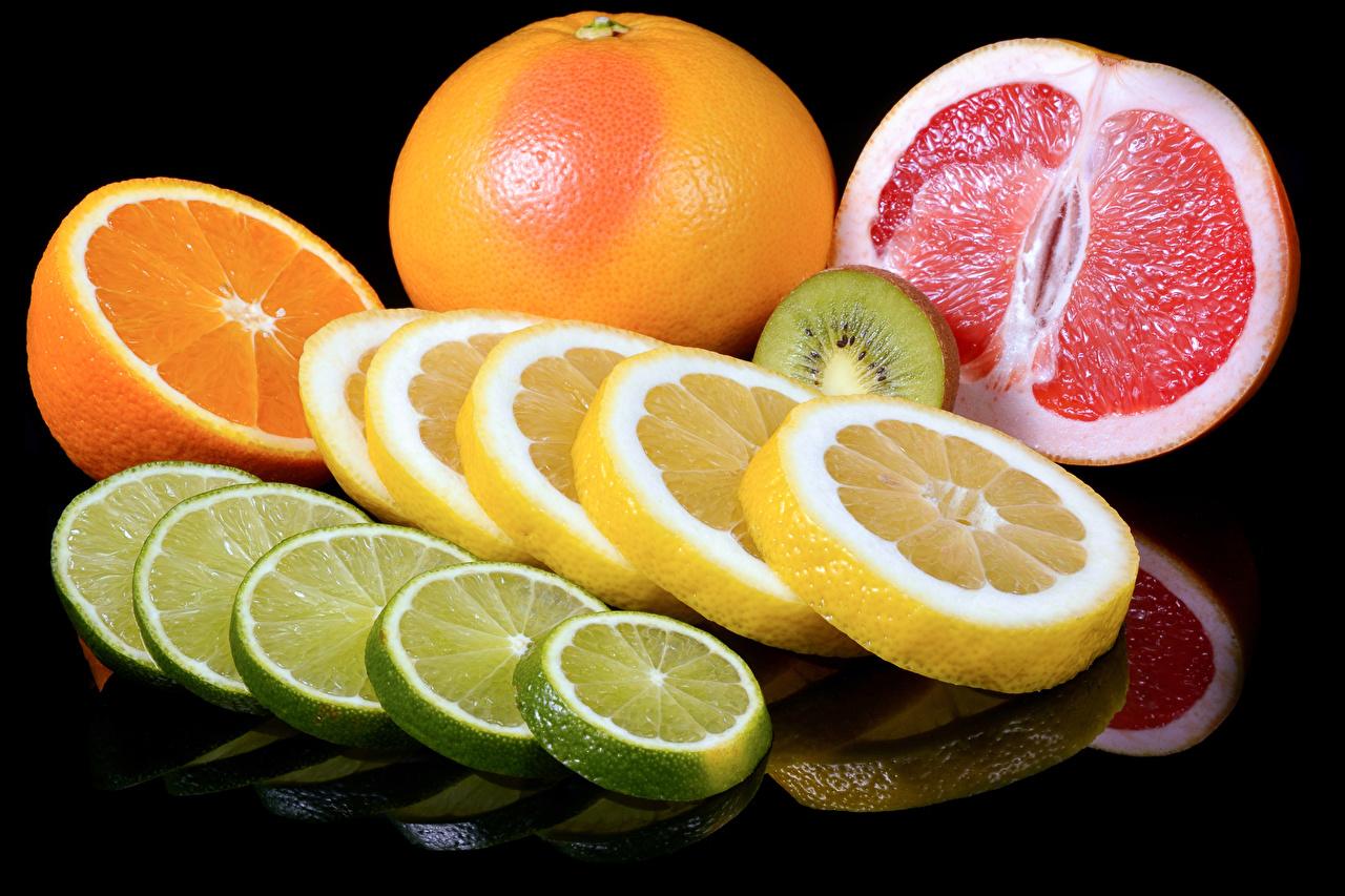 Фото Апельсин Грейпфрут Лимоны нарезка Продукты питания Черный фон Цитрусовые Еда Пища Нарезанные продукты