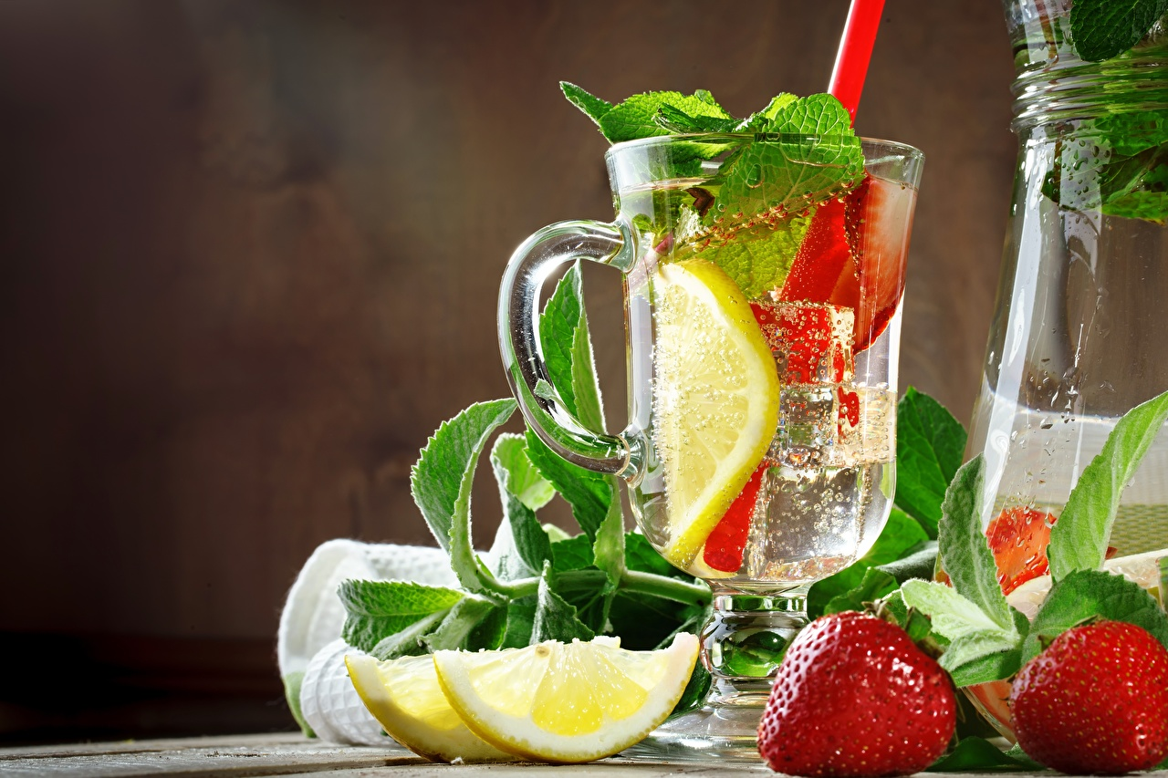 Фото Лимонад мятой Лимоны Клубника Еда чашке Мята мяты Пища Чашка Продукты питания