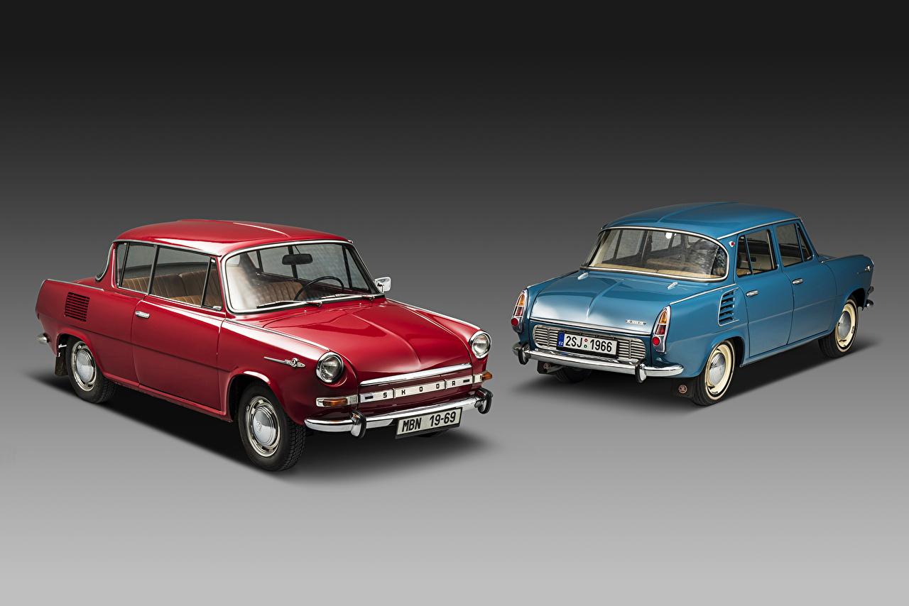 Картинки Skoda 1966-167 Škoda 1000-1100 MB две Ретро Красный голубых авто Металлик Шкода 2 два Двое винтаж вдвоем красная красные красных голубая голубые Голубой старинные машина машины Автомобили автомобиль