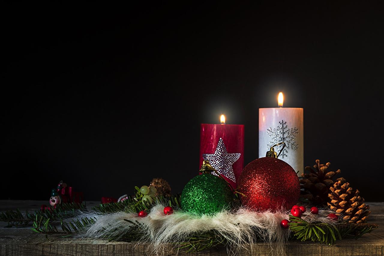 Картинки Новый год Огонь Свечи шишка Шарики Рождество пламя Шар Шишки