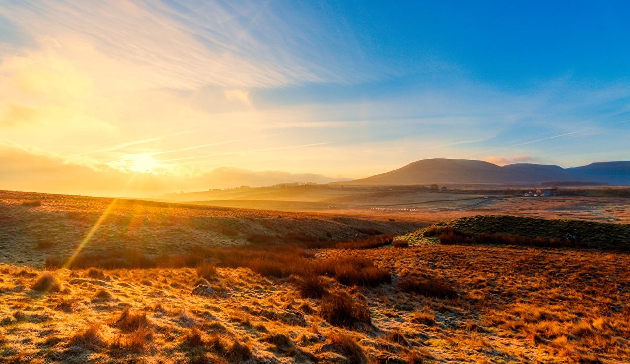 Картинка Лучи света Англия Yorkshire Dales national Park, Yorkshire Природа холм Парки рассвет и закат горизонта парк Холмы холмов Рассветы и закаты Горизонт