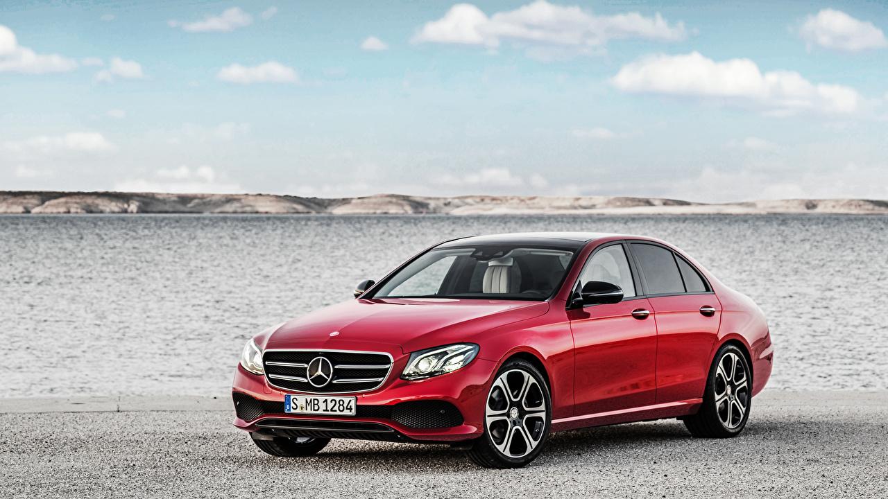 Обои для рабочего стола Мерседес бенц E-Class W213 Седан красных авто Mercedes-Benz красная красные Красный машина машины Автомобили автомобиль