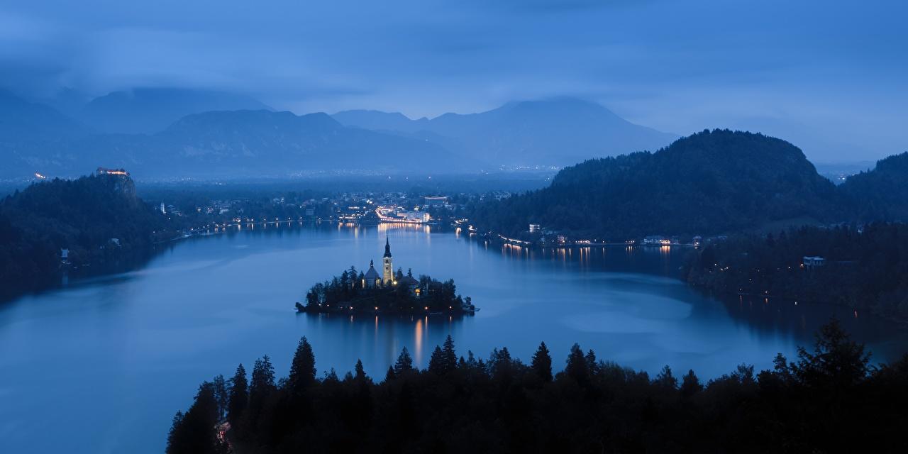 Фотографии Словения Bled тумане гора Природа Озеро Остров Рассветы и закаты Вечер Туман тумана Горы рассвет и закат