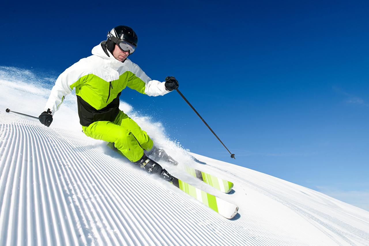 Картинки в шлеме Мужчины физическое упражнение Спорт зимние снега Очки Униформа Лыжный спорт Шлем шлема мужчина Тренировка тренируется Зима спортивные спортивная спортивный Снег снегу снеге очков очках униформе