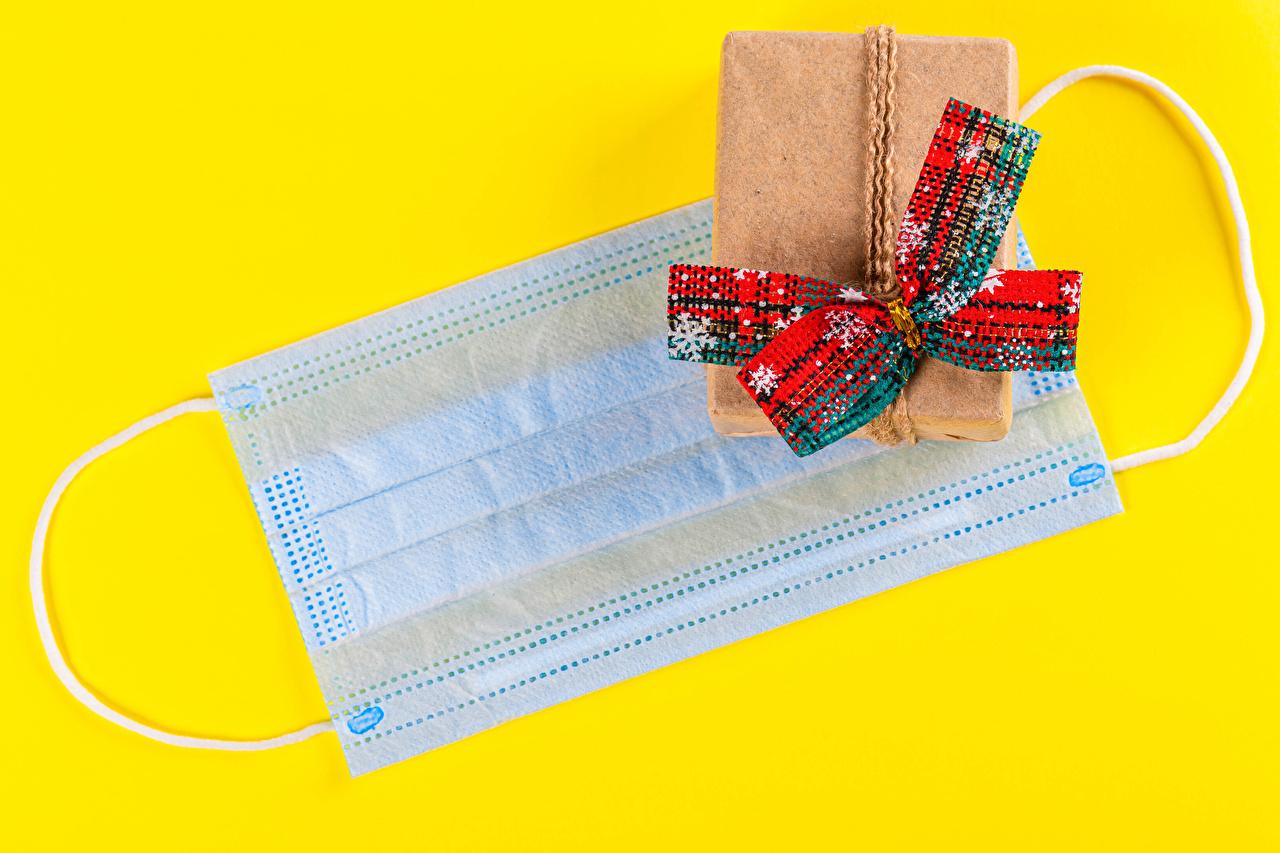 Обои для рабочего стола Коронавирус Новый год снежинка Подарки Маски Бантик Цветной фон Рождество Снежинки подарок подарков бант бантики