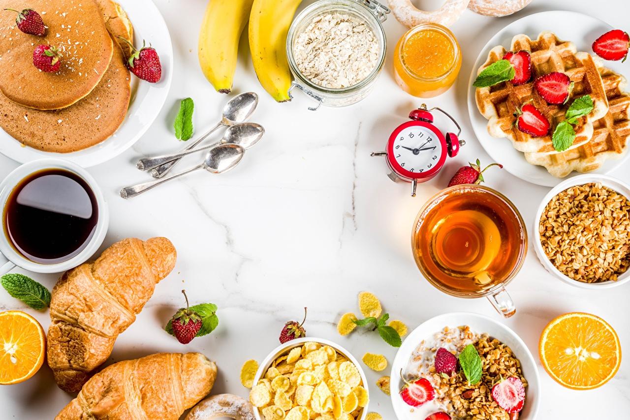 Обои Сок Блины Завтрак Круассан Будильник Продукты питания Еда Пища