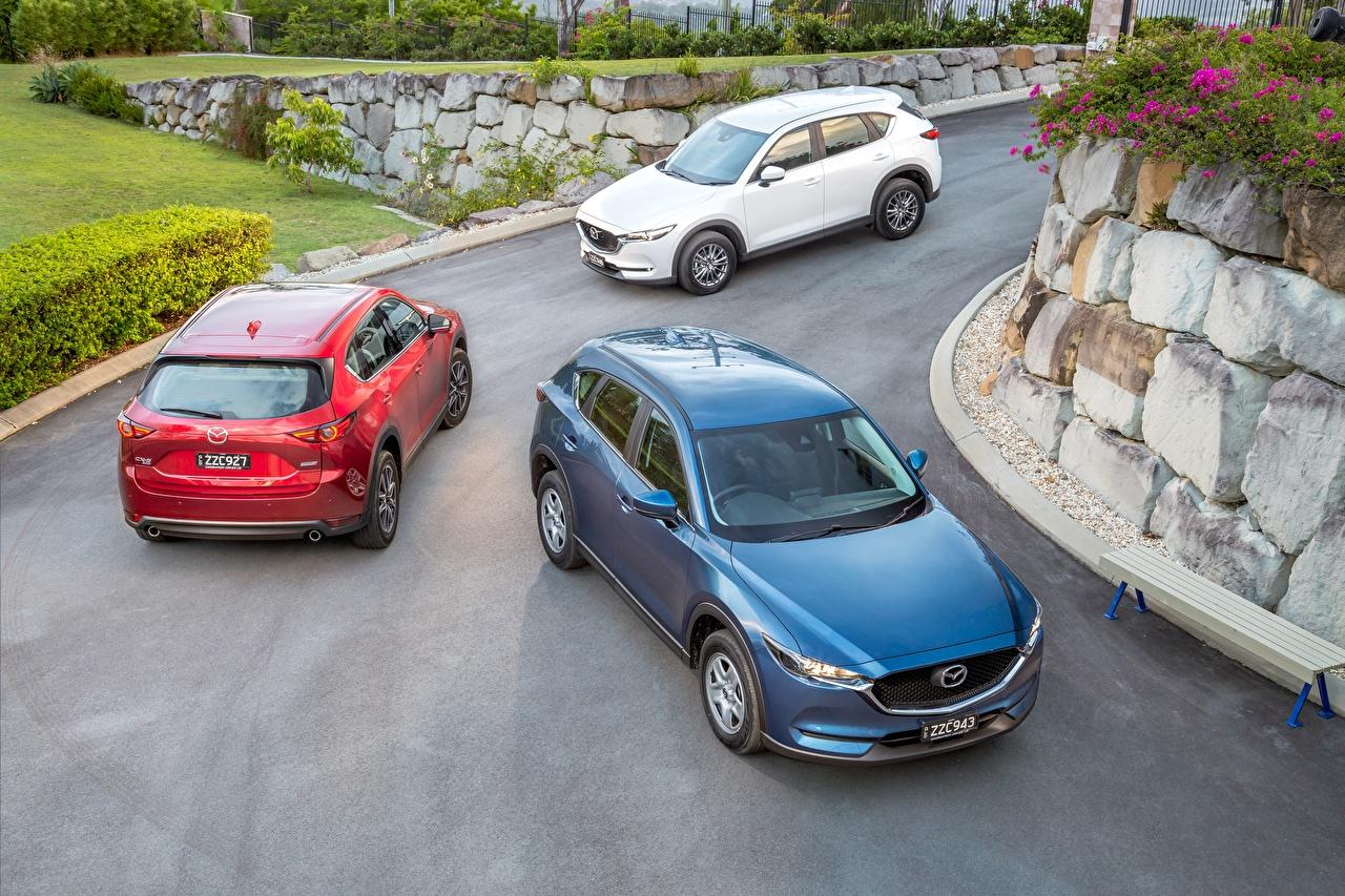 Фото Mazda 2017 CX-5 три Автомобили Мазда авто Трое 3 машина машины втроем автомобиль
