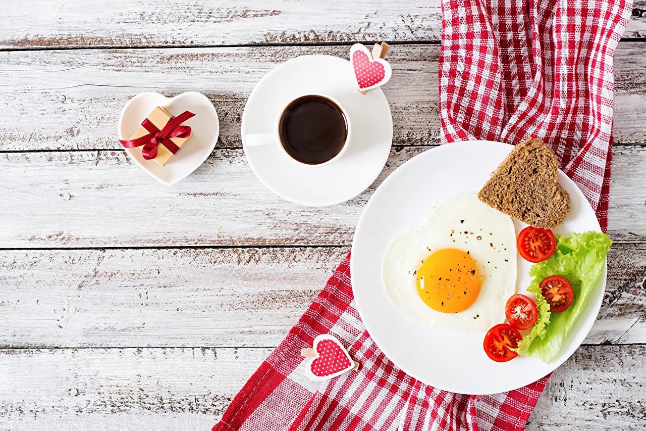 Картинки День святого Валентина Сердце Яичница Кофе Завтрак Еда Тарелка Доски День всех влюблённых сердечко Пища Продукты питания