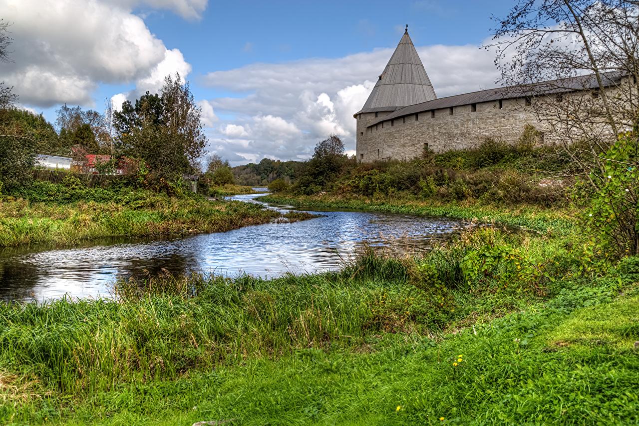 Фотографии Россия Крепость Staraya Ladoga Fortress Природа Трава речка Реки траве