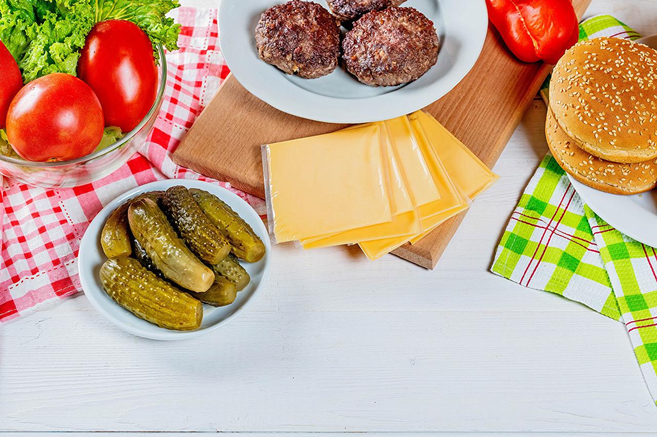 Фото Котлеты Огурцы Помидоры Гамбургер Сыры Булочки Еда котлета Томаты Пища Продукты питания