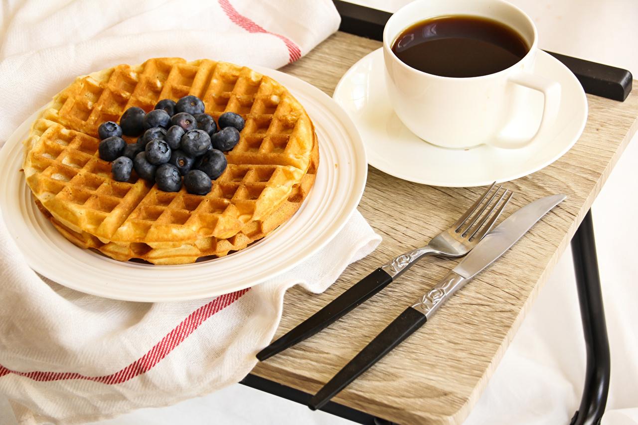 Фото Нож Кофе Черника Еда Чашка Вилка столовая Выпечка ножик Пища вилки чашке Продукты питания