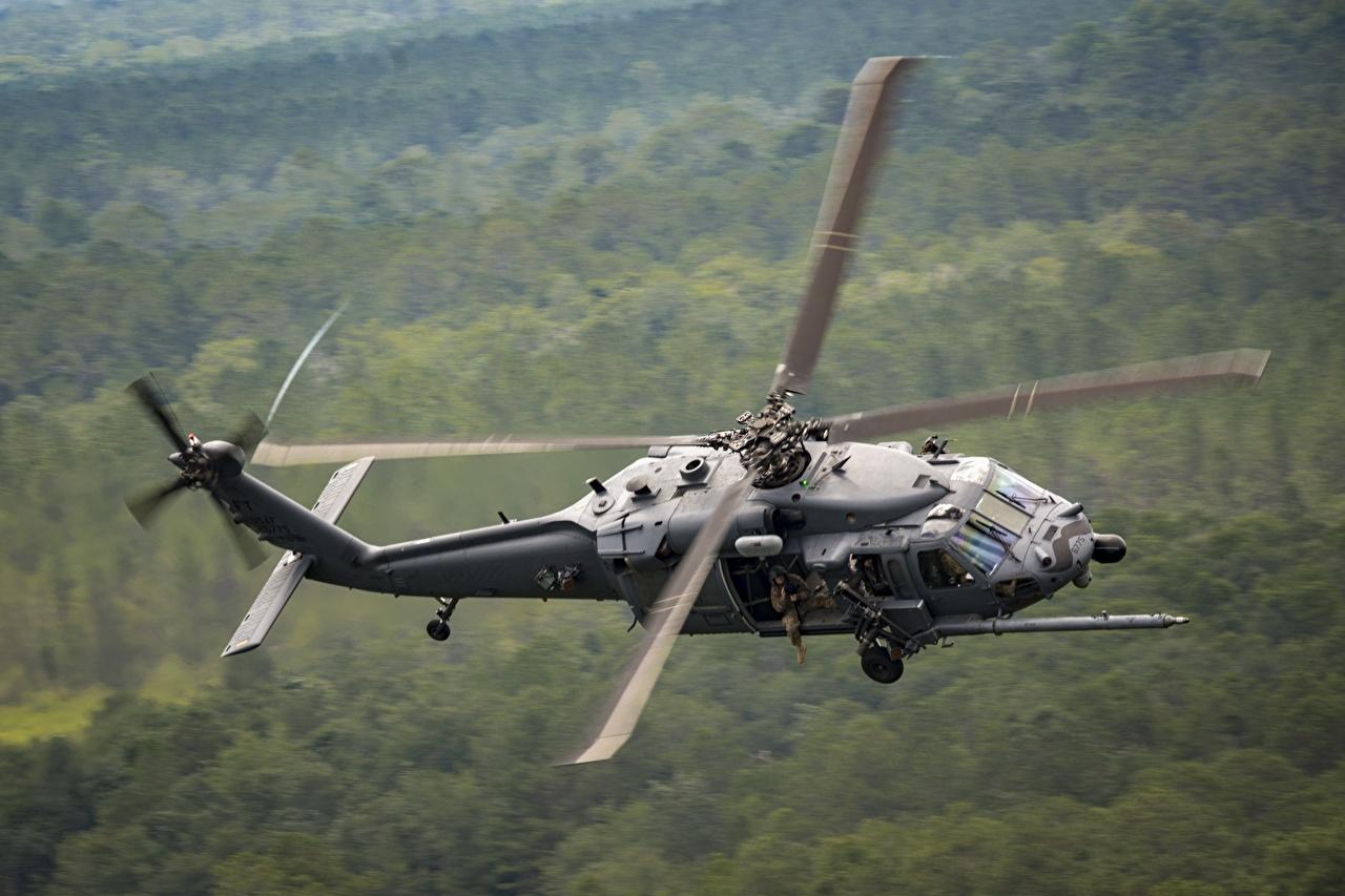 Фото Вертолеты боке летят Авиация вертолет Размытый фон Полет летит летящий