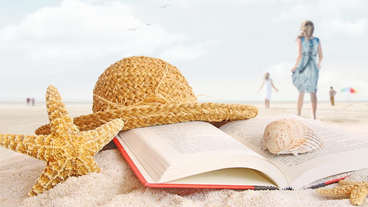 Фотографии Морские звезды Пляж Шляпа песка Ракушки Книга пляжа пляже пляжи шляпы шляпе Песок песке книги