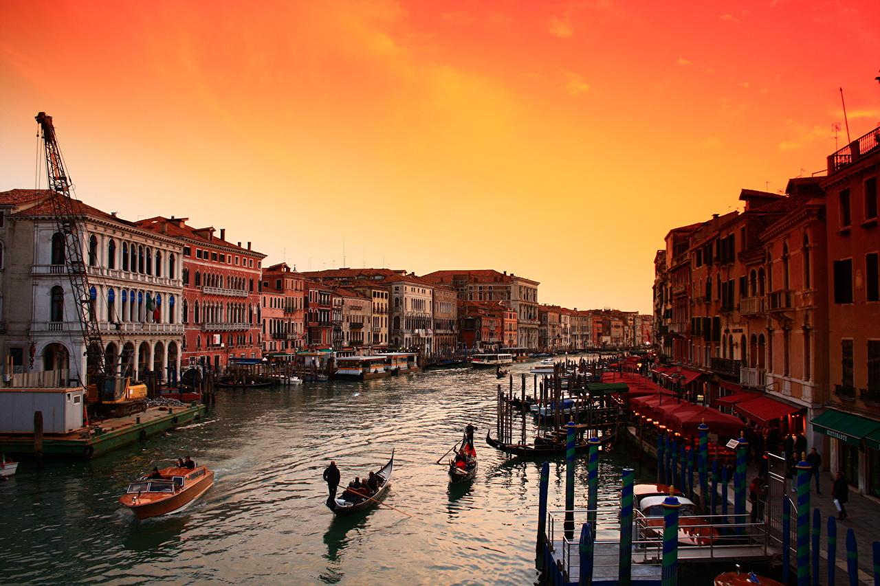 Фото Венеция Италия Водный канал рассвет и закат Лодки город Рассветы и закаты Города