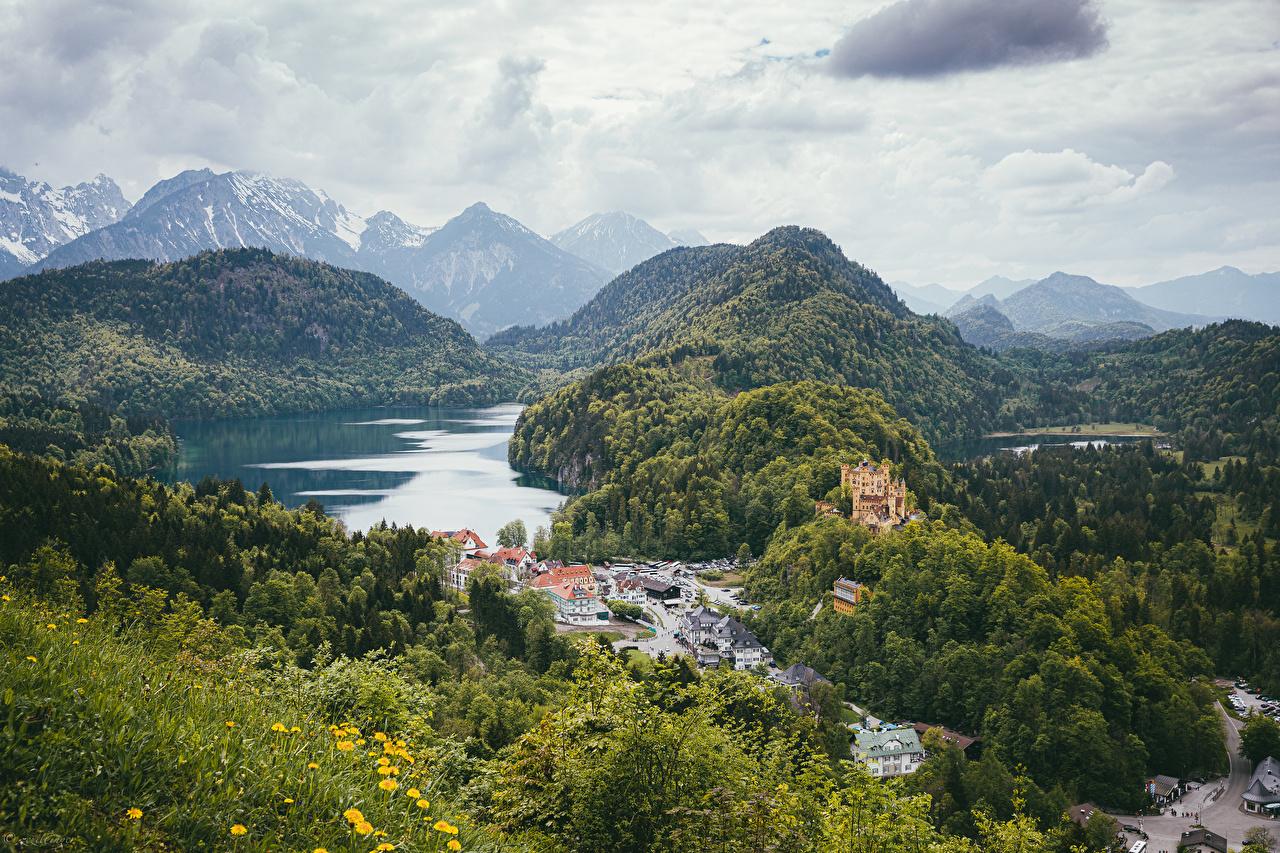 Фото Германия Hohenschwangau Bayern Горы Замки Природа Леса Озеро Пейзаж Дома гора замок лес Здания