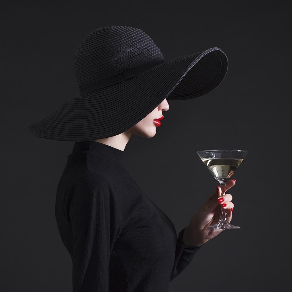 Фотографии Fashion Шляпа Черный девушка Черника Бокалы шляпы шляпе черных черные черная Девушки молодые женщины молодая женщина бокал