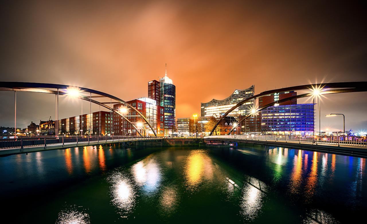 Картинка Гамбург Германия мост Реки ночью город Здания Мосты река Ночь речка в ночи Ночные Дома Города
