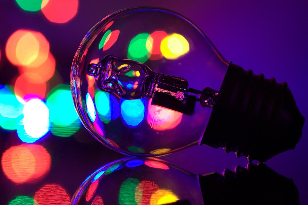 Картинки Лампочка Крупным планом лампа накаливания вблизи