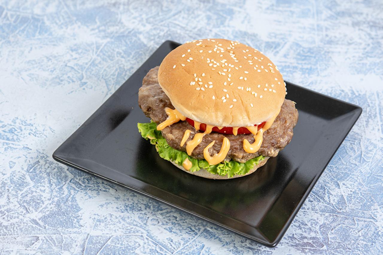 Картинки Гамбургер Фастфуд тарелке Продукты питания Быстрое питание Еда Пища Тарелка