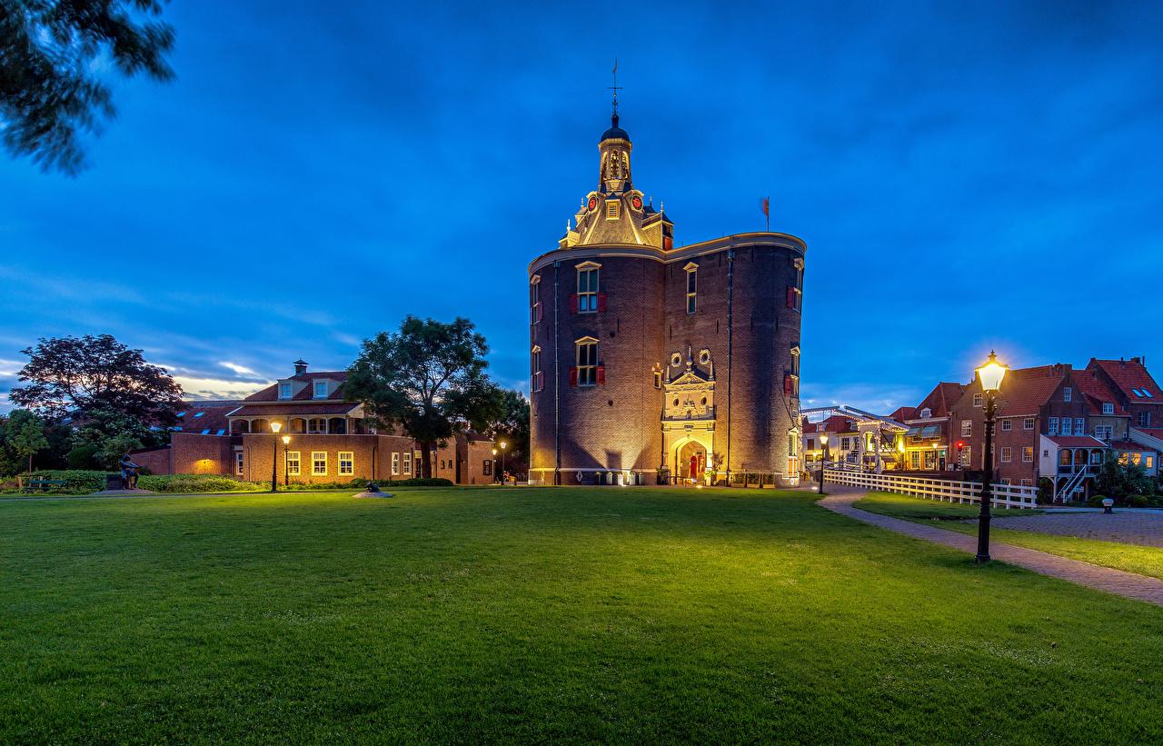 Фото Нидерланды Башня Enkhuizen, Drommedaris Уличные фонари Здания Города голландия башни Дома город