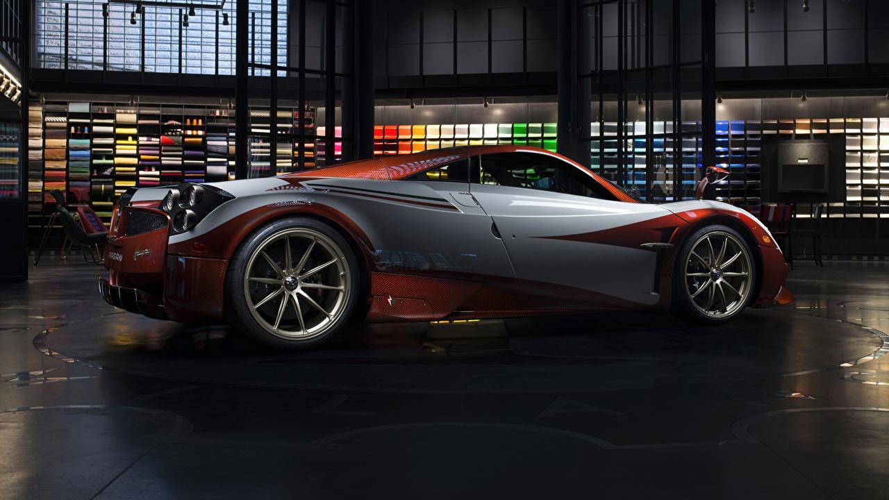 Фото Pagani 2017 Huayra Lampo авто Сбоку Металлик Пагани машина машины автомобиль Автомобили
