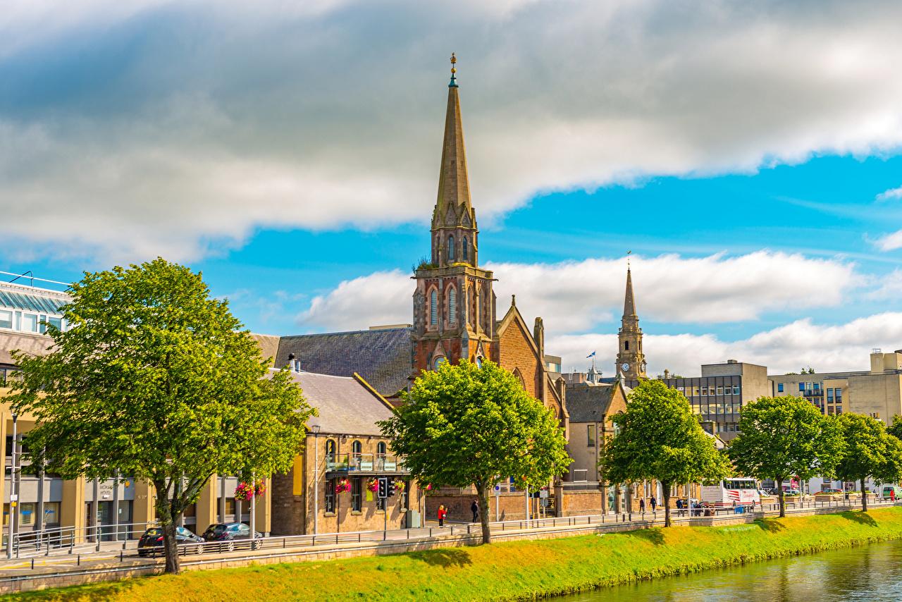 Картинки Церковь Шотландия Inverness Набережная город Здания Деревья набережной Дома дерево дерева Города деревьев