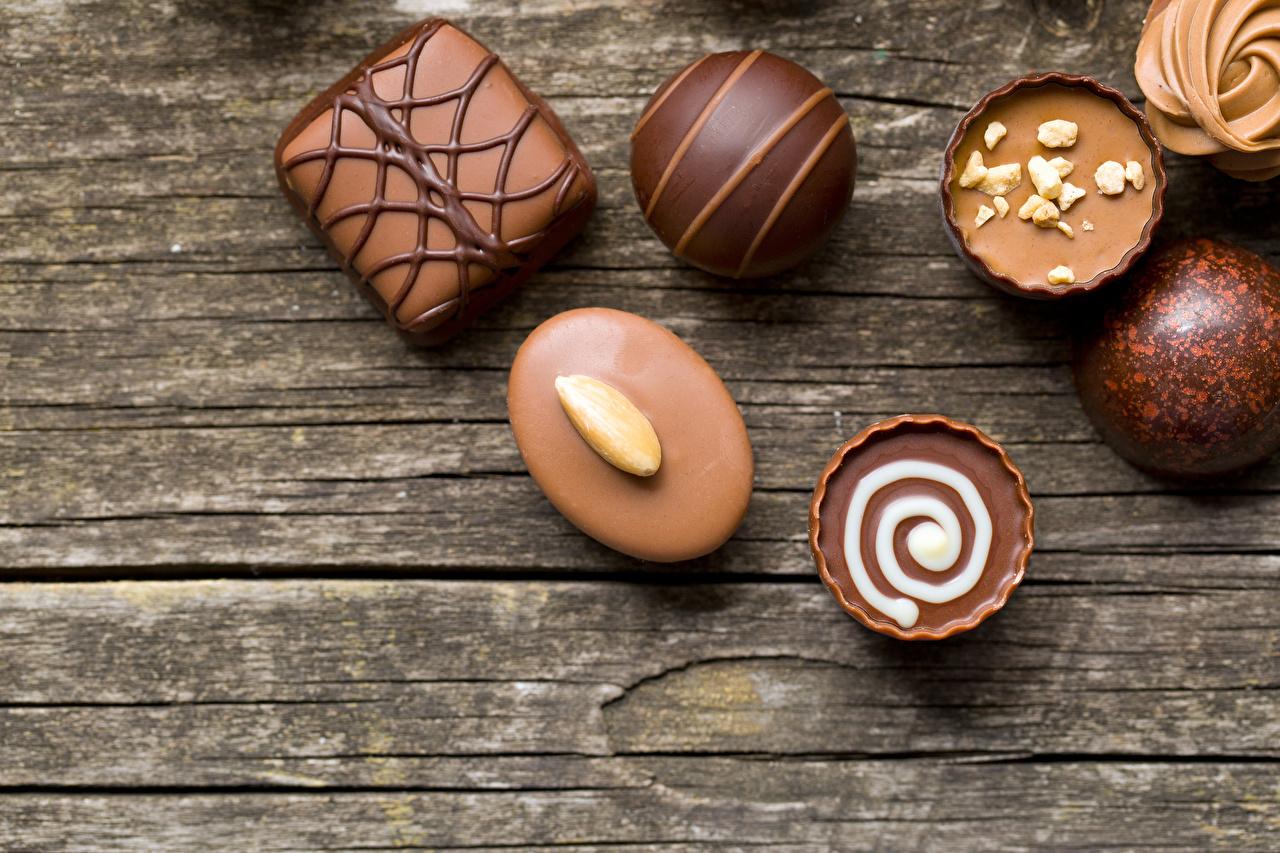 Фотография Шоколад Конфеты Еда Сладости Доски Пища Продукты питания