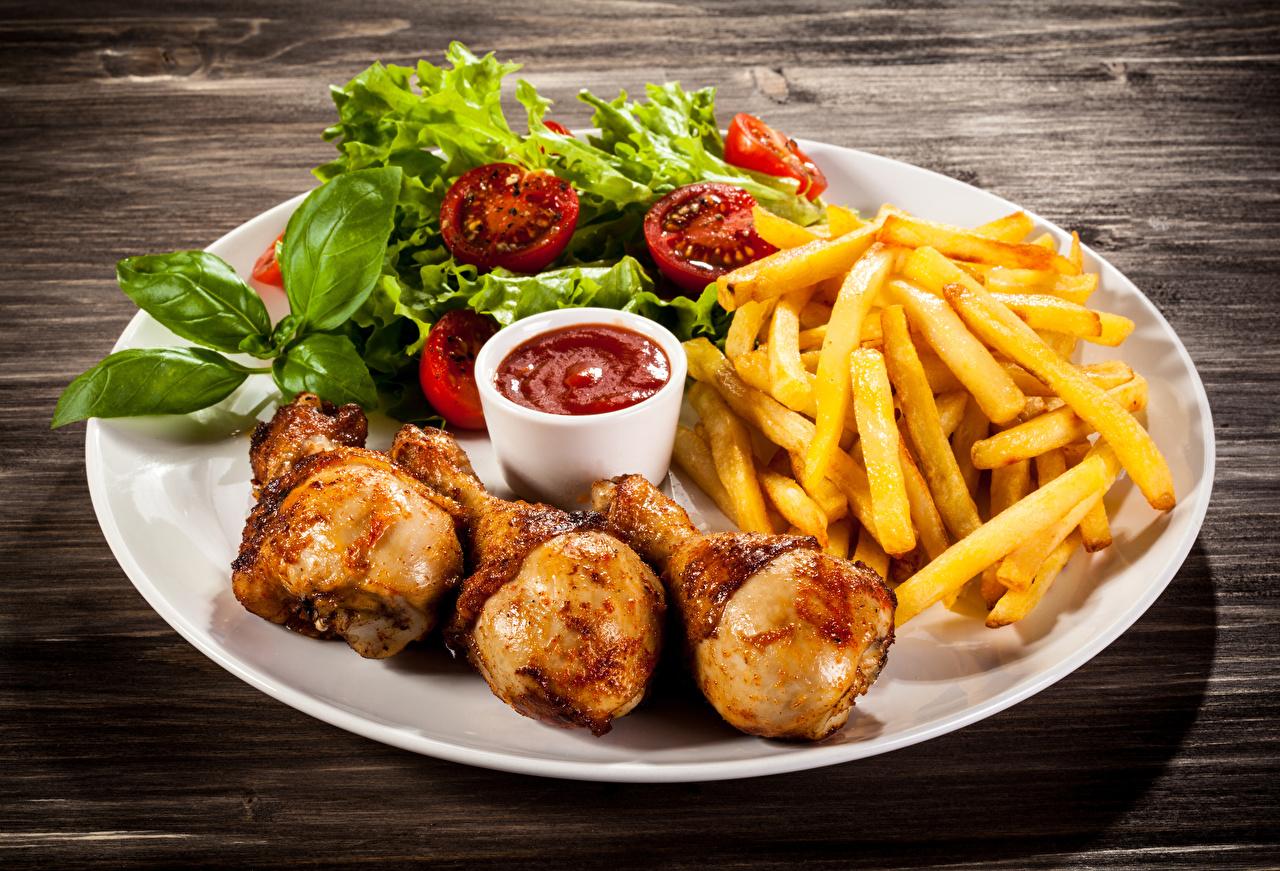 Фото Картофель Кетчуп Курица запеченная Еда Овощи Тарелка картошка кетчупа кетчупом Пища тарелке Продукты питания