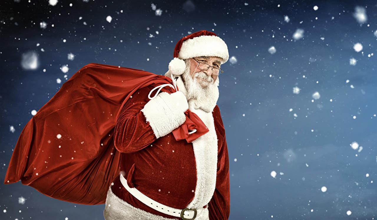 Картинки Рождество Улыбка Шапки Снежинки Дед Мороз Очки Униформа Новый год улыбается шапка в шапке снежинка Санта-Клаус очках очков униформе