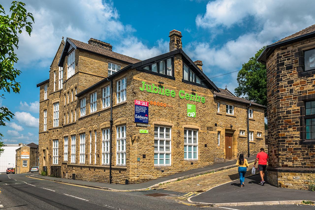Картинка Англия Bradford, Jubilee Centre Люди улице город Здания улиц Улица Дома Города