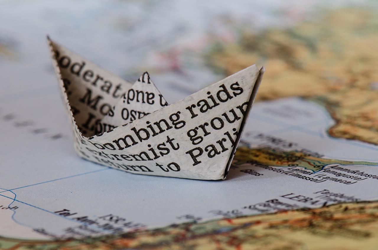 Фотографии бумаги  paper boot Оригами Крупным планом бумаге Бумага вблизи