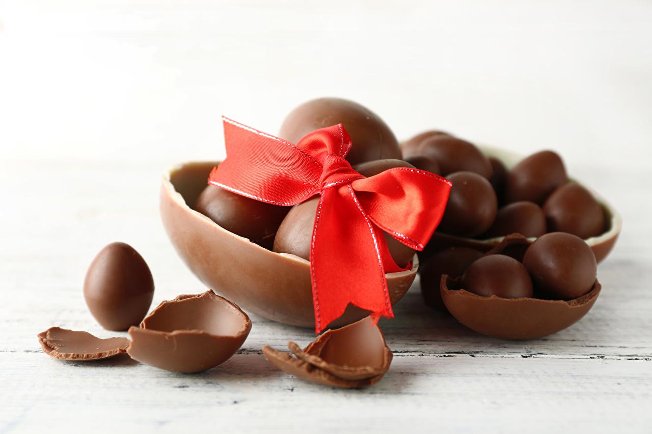 Фото Пасха Яйца Шоколад Еда бантики яиц яйцо яйцами Пища бант Бантик Продукты питания
