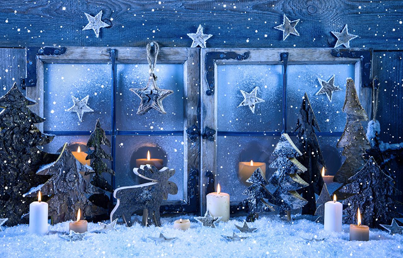 Картинки Олени Рождество Звездочки Ель Снег Окно Свечи Новый год ели снеге снегу снега окна