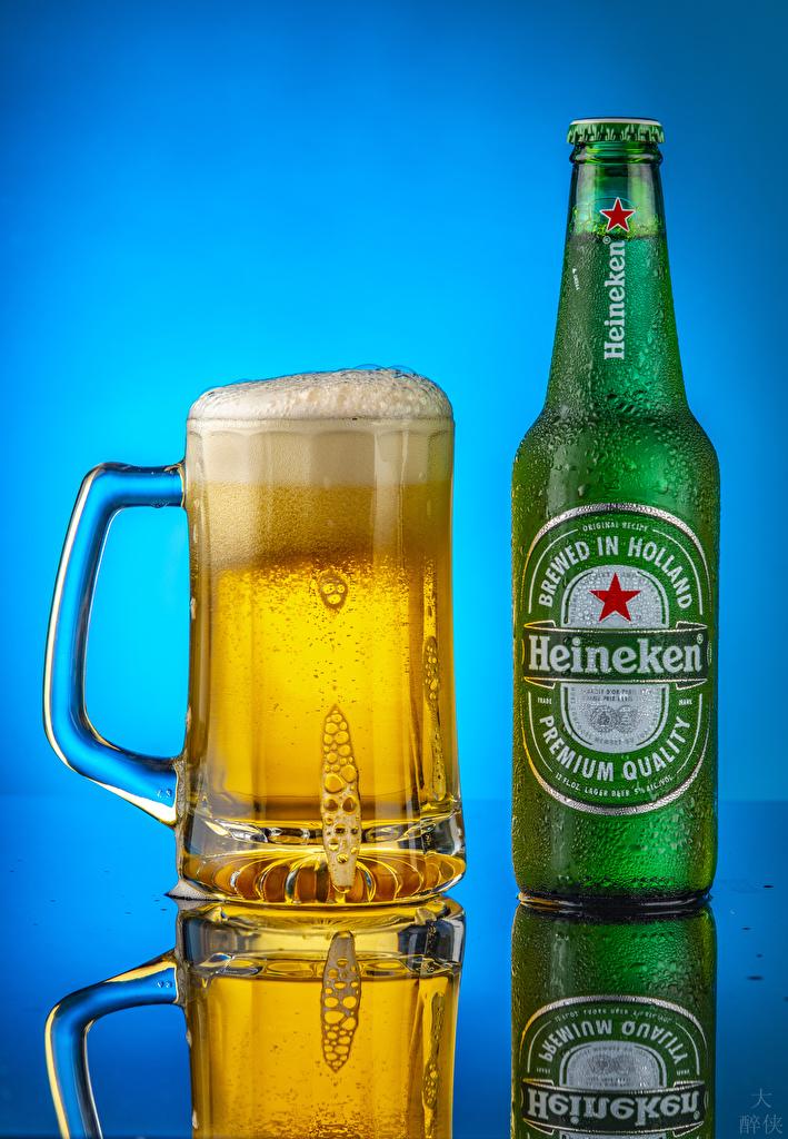 Картинка Heineken Пиво Еда Пена кружке бутылки Цветной фон  для мобильного телефона пене Пища пеной кружки Кружка Бутылка Продукты питания